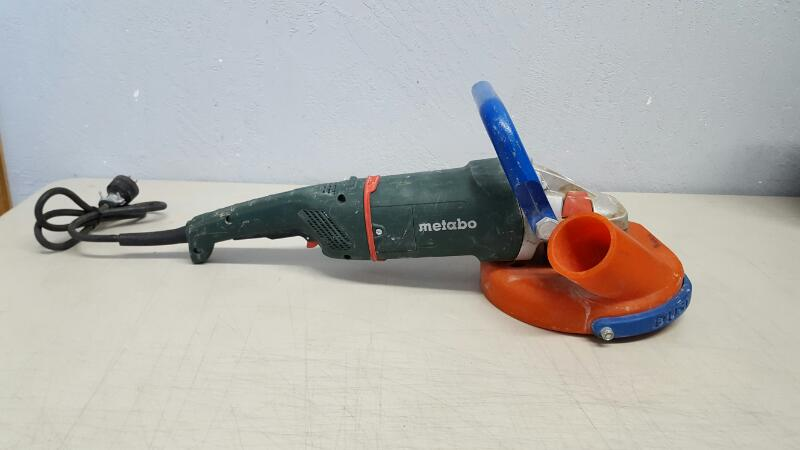 "Metabo W24-230 MVT 4.5 HP 9"" Angle Grinder With Dust Avenger"