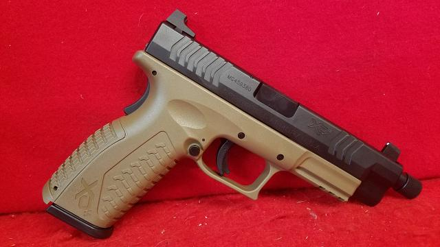 Springfield Armory XDM-9 Threaded Barrel -  FDE - 3 Mags and Case
