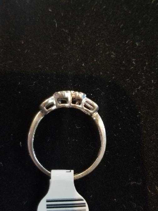 Lady's Three Heart Diamond Ring 10K White Gold 1.9g (Free S/H)
