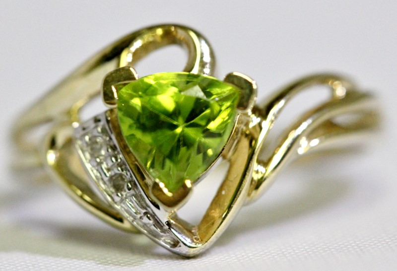 10K Yellow Gold Funky Open Work Trillion Cut Peridote & Diamond Ring sz 7