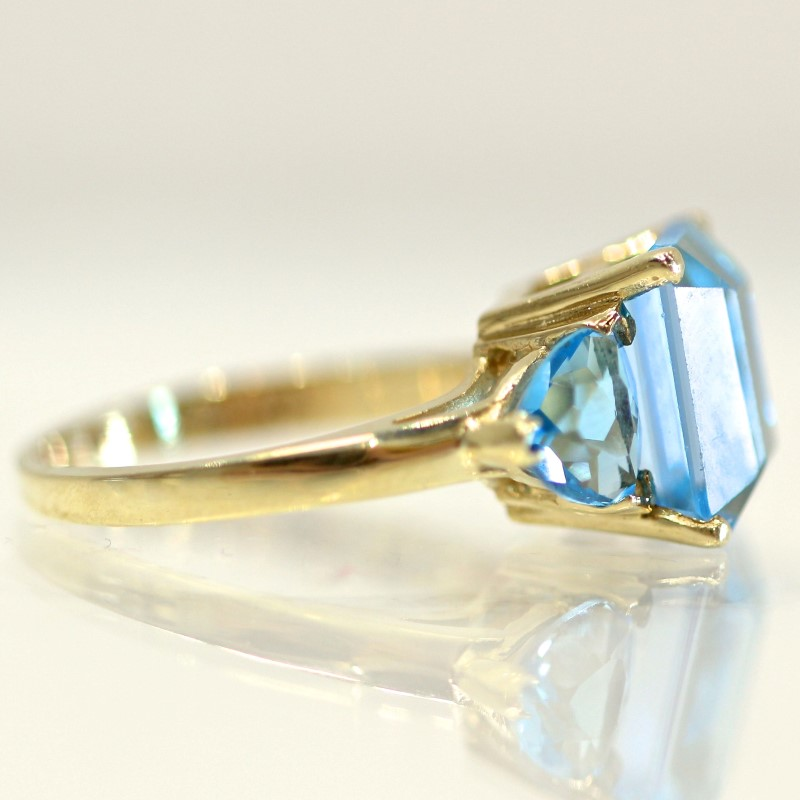 10K Y/G Radiant & Trillion Cut Aquamarine Statement Ring Size 5.5