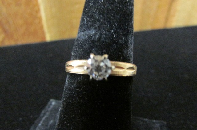 Lady's Diamond Solitaire Ring 0.33 CT. 14K Yellow Gold 3.8g Size:7
