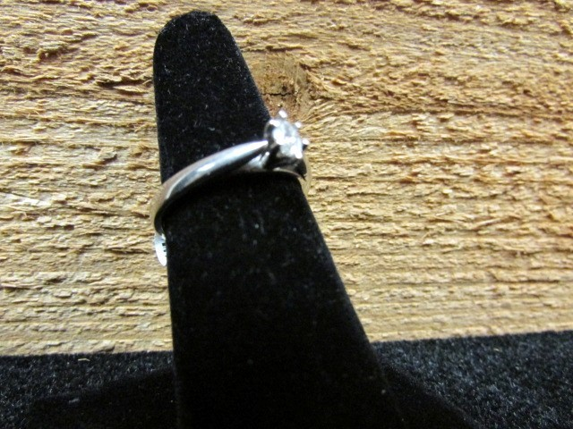 Lady's Silver-Diamond Ring .15 CT. 925 Silver 2.7g Size:7.3