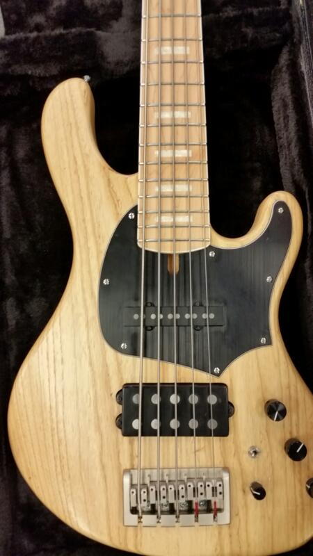 CORT GB75 BASS 5 STRING RIGHT HANDED GUITAR W/ CASE]