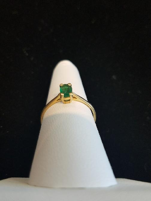 Green Lady's Stone Ring 10K Yellow Gold 1.35g Size:8 (Free S/H)