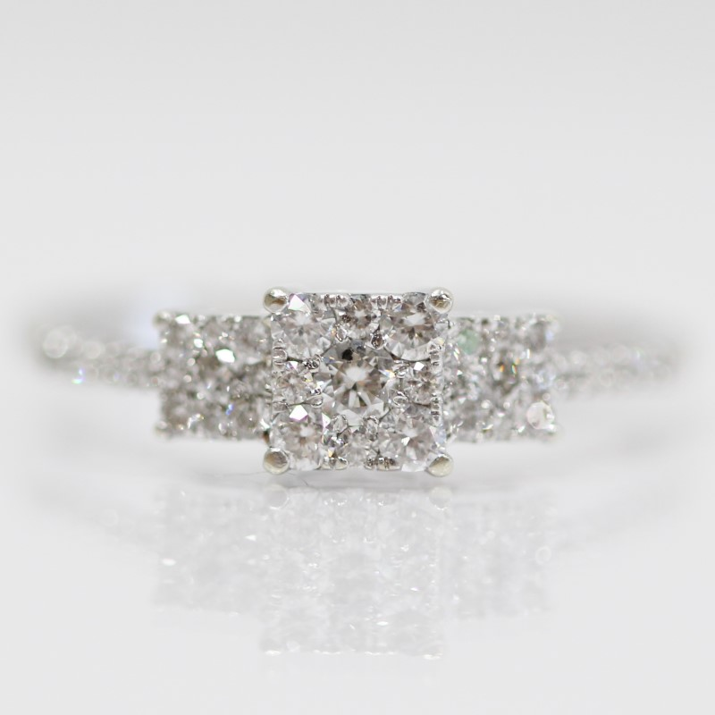 10K W/G 3 Round Brilliant Diamond Cluster Ring Size 8.75