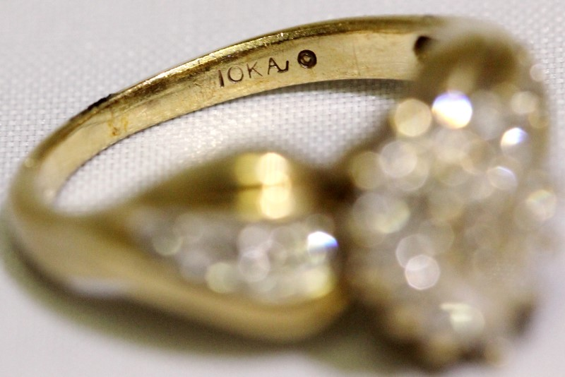 10K Yellow Gold Round Brillant Cut Diamond Pear Shaped Cluster Ring Size 6