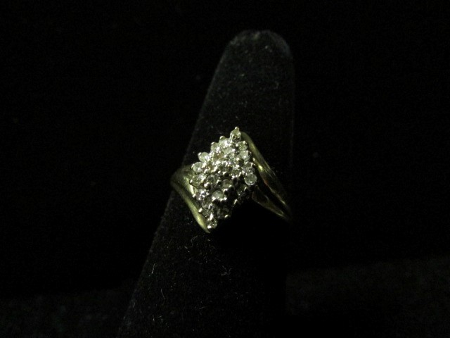 Lady's Diamond Cluster Ring 25 Diamonds .25 Carat T.W. 10K Yellow Gold 2.5g