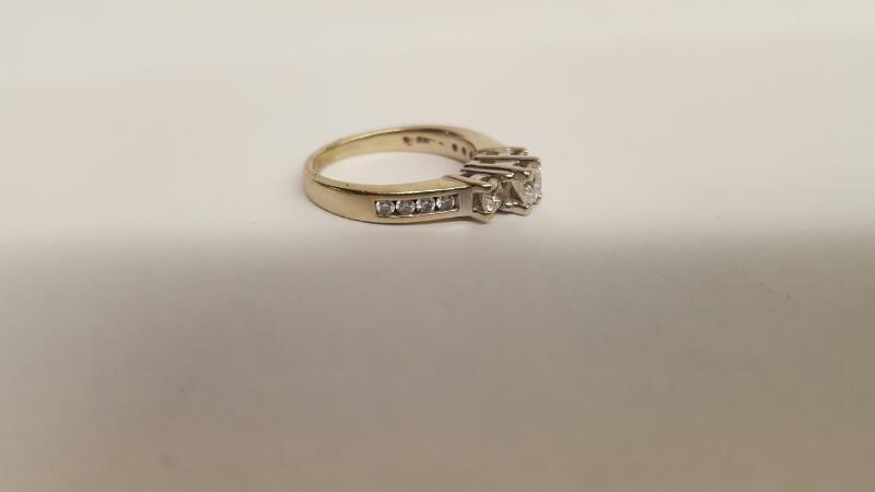 Lady's Diamond Wedding Band 11 Diamonds .95 Carat T.W. 14K White Gold 4.5g