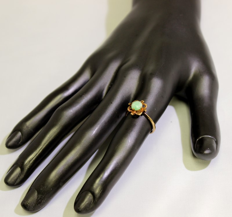 14K Yellow Gold Vintage Inspired Dainty Round Cabochon Green Jade Ring sz 6.25