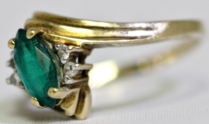 Synthetic Emerald Lady's Stone Ring 10K Yellow Gold 2.3g