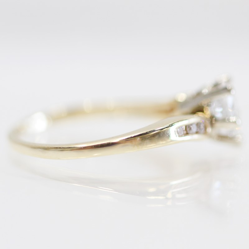 14K Y/G Pear Cut Solitaire & Channel Set Round Diamond Ring Size7.25