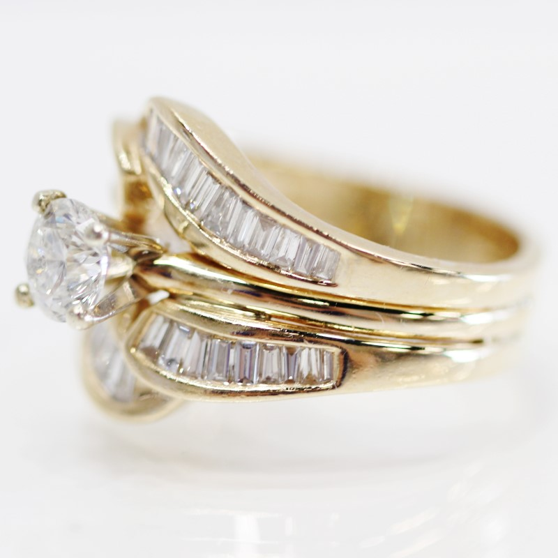 14K Y/G Round Brilliant & Channel Set Baguette Diamond Ring Size 9