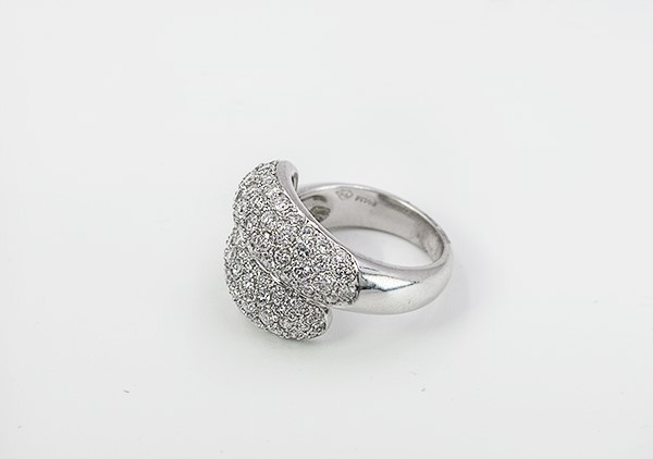 LADY'S PLATINUM DIAMOND RING