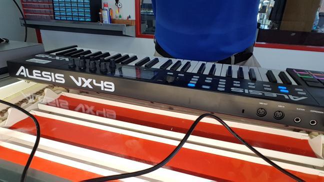 ALESIS Keyboards/MIDI Equipment VX49