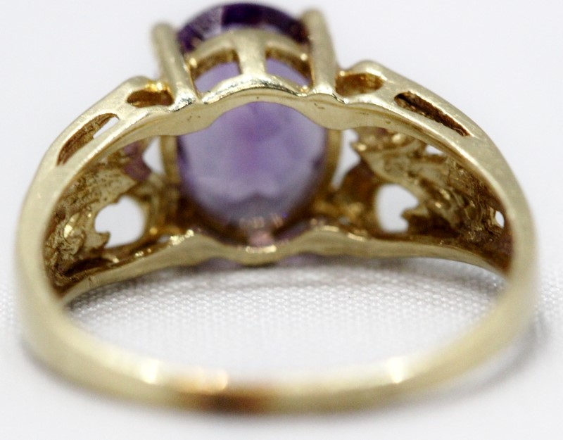 Amethyst Lady's Stone Ring 14K Yellow Gold 2.5g