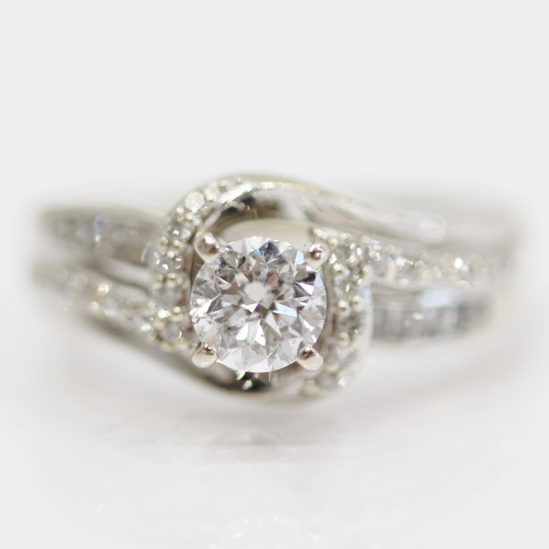 14K W/G Round Brilliant Diamond Cluster Engagement Ring Size 5.5