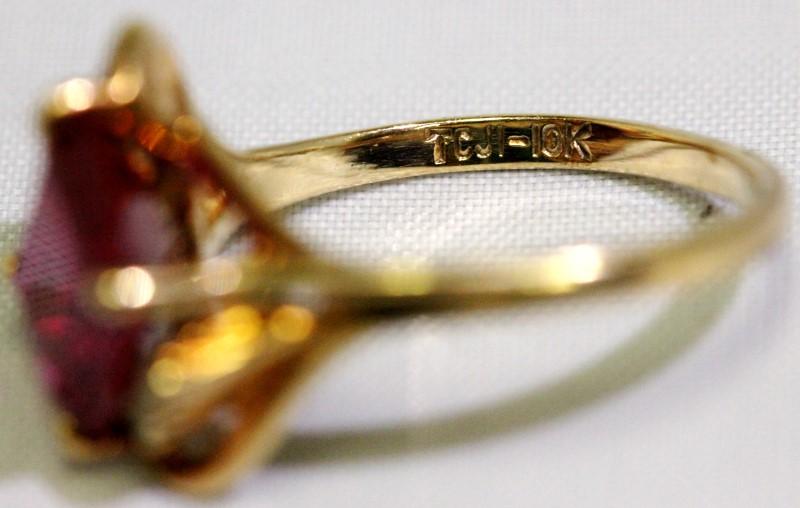 VINTAGE EMEARLD CUT STONE & DIAMOND RING .08 CTW SIZE 7.25