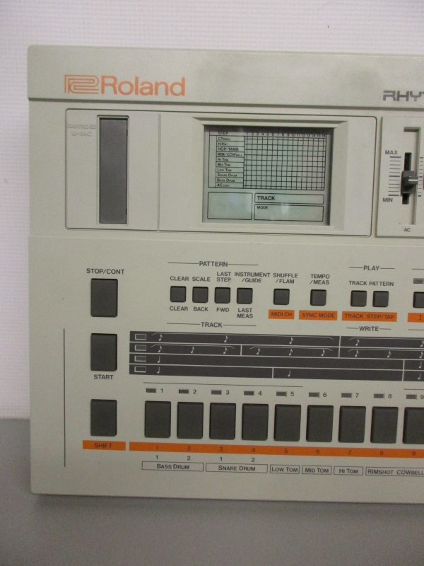 VINTAGE ROLAND TR-707 DRUM MACHINE