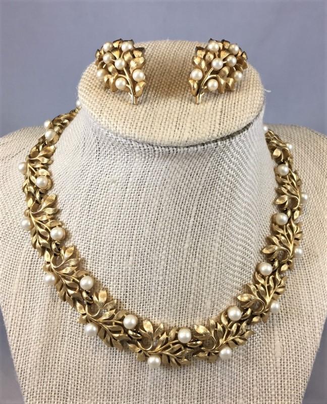 TRAFARI Fashion Accessory GOLD TONE LEAF & PEARL SET