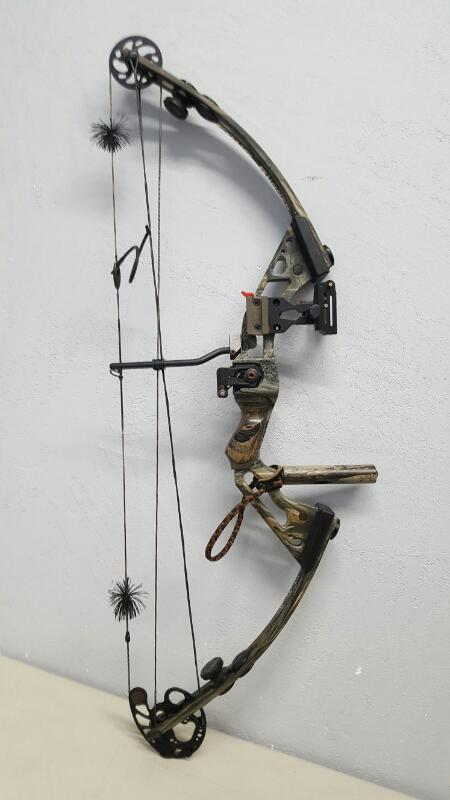 High Country Four Runner RH Compound Bow, w/ Accessories & Hard Case