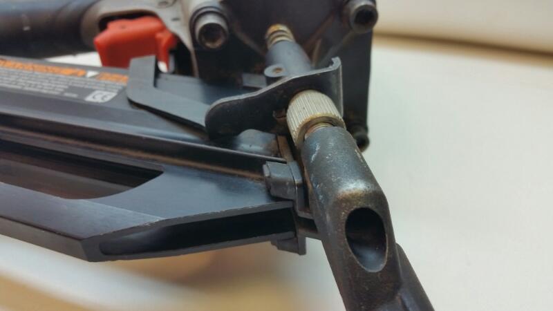 """PASLODE PNEUMATIC NAIL GUN 2""""-3.5"""" 30 DEGREE PF-350S]"""