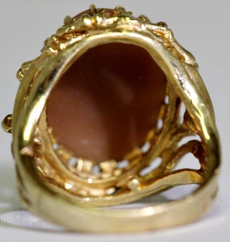 Synthetic Cameo Lady's Stone Ring 14K Yellow Gold 8.39g