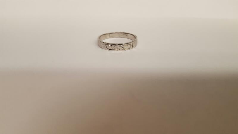 Lady's Gold Ring 10K White Gold 1.65g Size:6.8