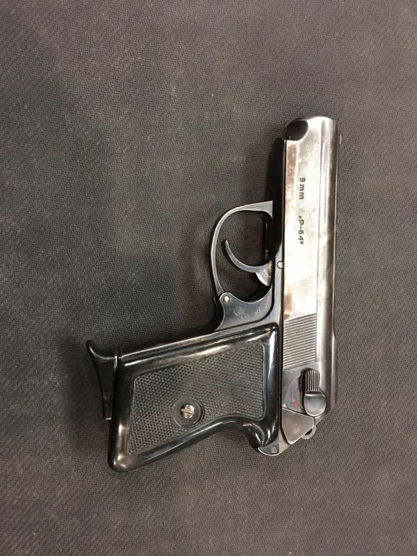 LUCZNICK Pistol GOOD P64