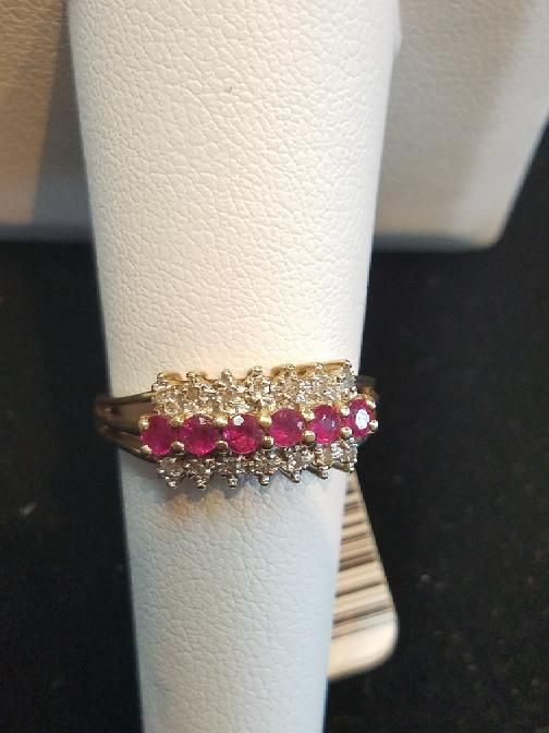 Lady's Red Stone & Diamond 10k Yellow Gold Ring 2.8g (Free S/H)
