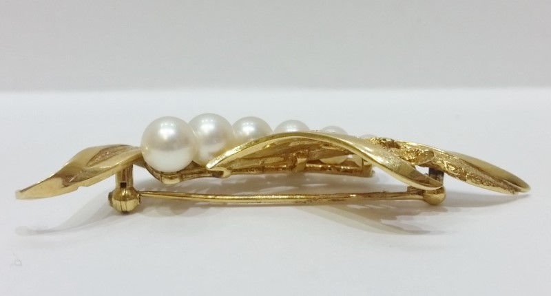 Mikimoto 14K Yellow Gold Graduated Pearl Elegant Leaves & Grass Pin Brooch