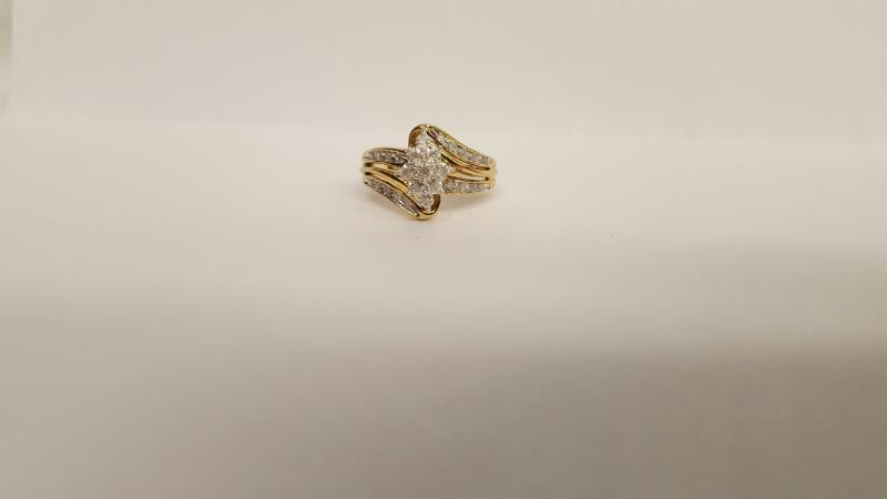 Lady's Diamond Cluster Ring 27 Diamonds .27 Carat T.W. 10K Yellow Gold 2.97g