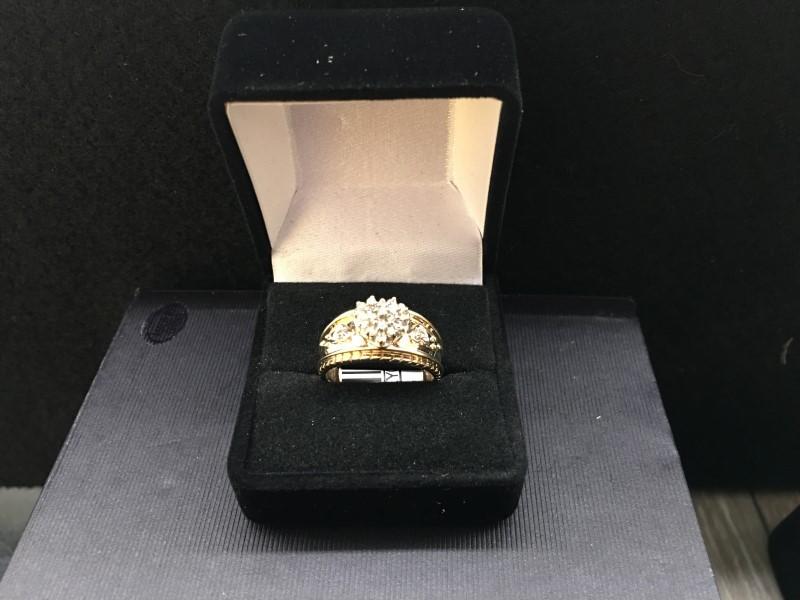 Lady's Diamond Cluster Ring 20 Diamonds .20 Carat T.W. 14K Yellow Gold 2.95dwt