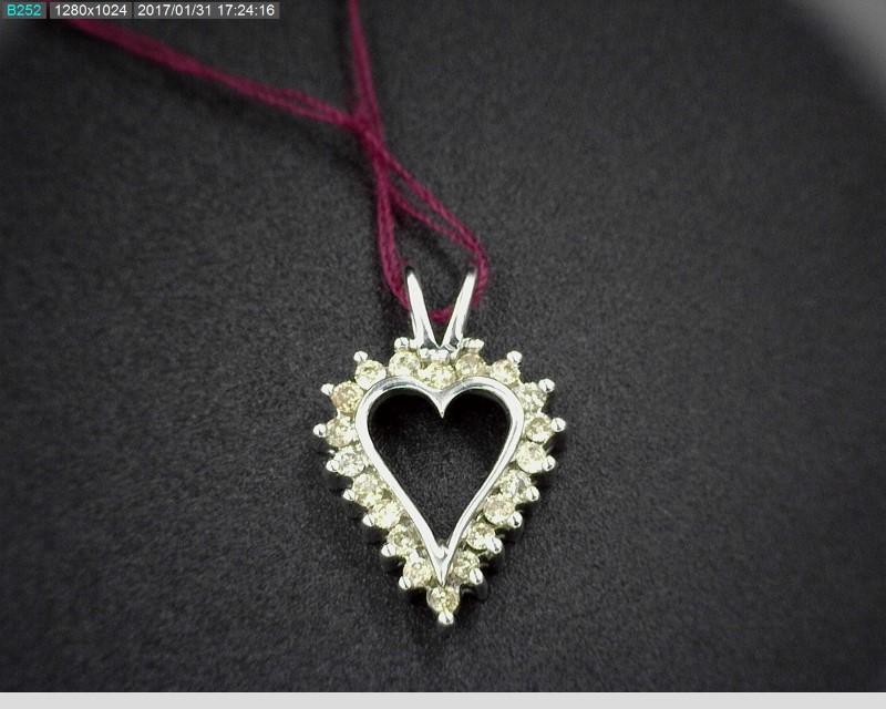 DIAMOND HEART SHAPED PENDANT APX.20CTW 10KWG 1.1G