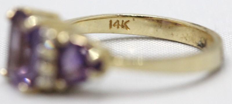 Amethyst Lady's Stone & Diamond Ring 6 Diamonds .06 Carat T.W. 14K Yellow Gold