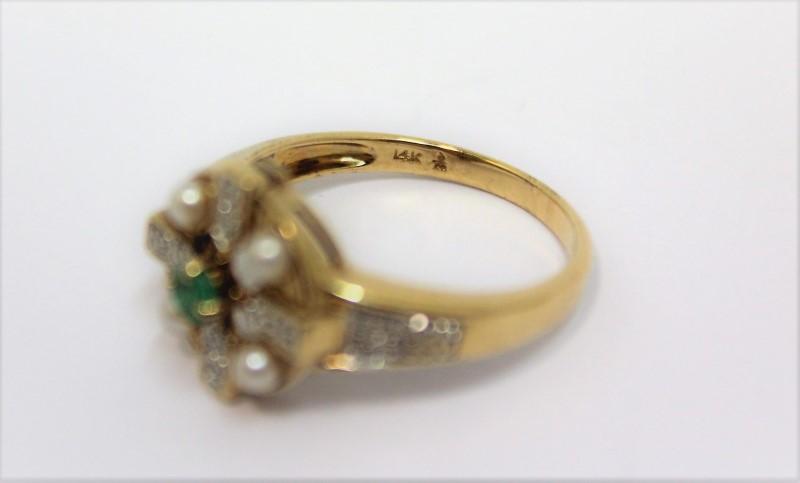 Emerald Lady's Stone & Diamond Ring 20 Diamonds .20 Carat T.W. 14K Yellow Gold