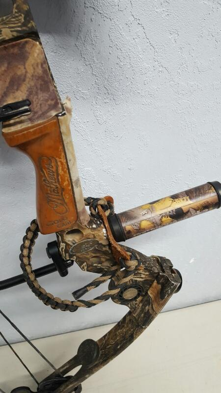 Mathews Q2 Solo Cam LH Compound Bow, w/ Accessories & Hard Case
