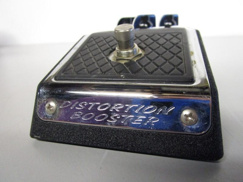 VOX V830 DISTORTION BOOSTER IN ORIGINAL BOX/ BUBBLE WRAP