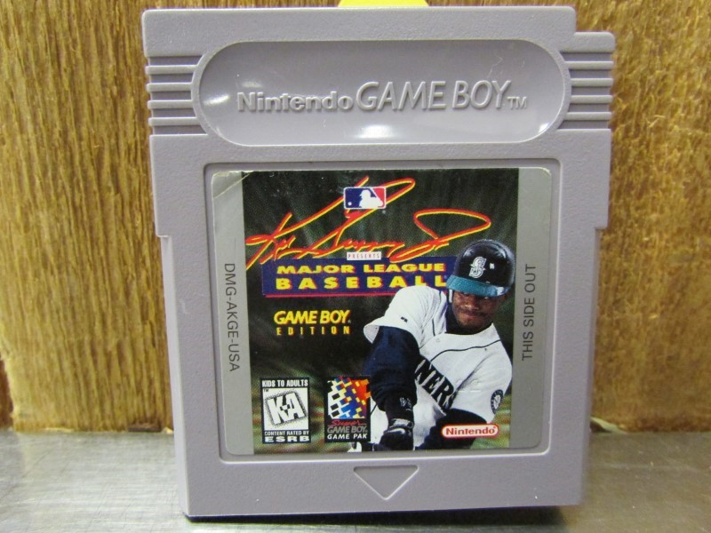NINTENDO Vintage Game KEN GRIFFEY JR MAJOR LEAGUE BASEBALL GAMEBOY