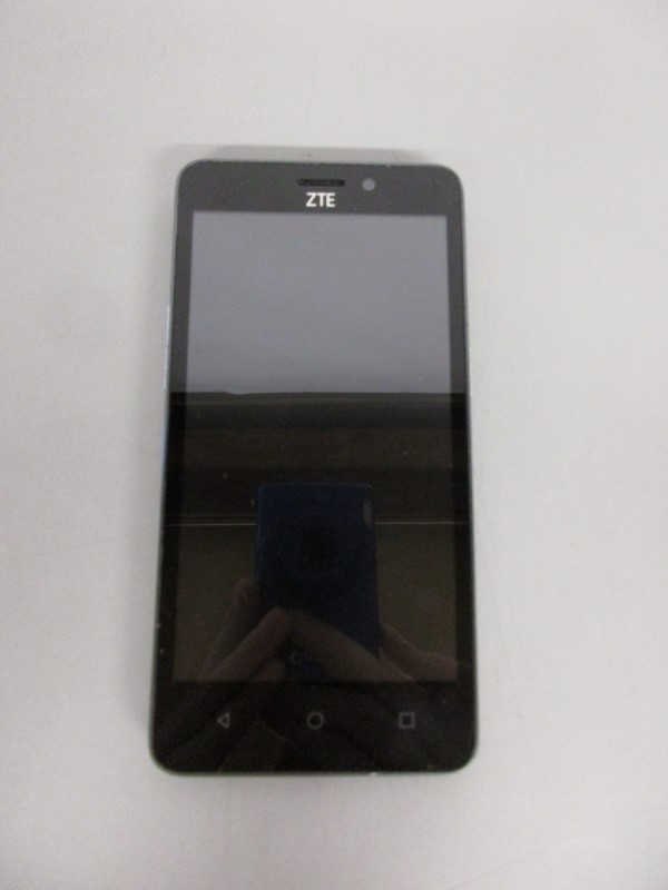 ZME MAVEN 2 ZME 831 8 GB AT&T ANDROID SMART PHONE