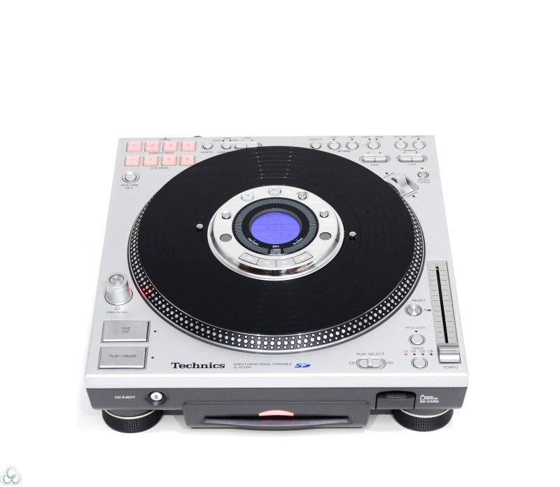Korg Zero4 Live Control Mixer w/ 2 Technics SL-DZ1200 SD Turntables