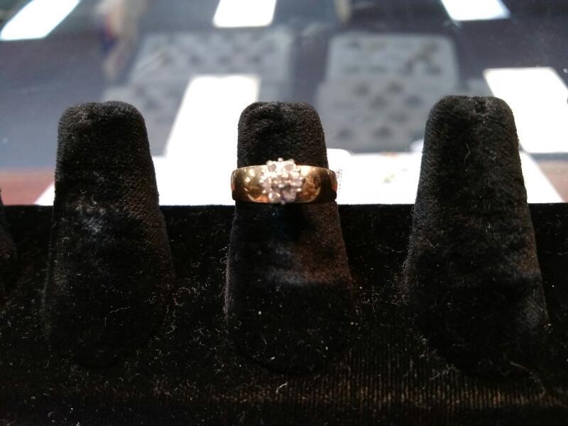 Lady's Diamond Cluster Ring 7 Diamonds .07 Carat T.W. 10K Yellow Gold 3g