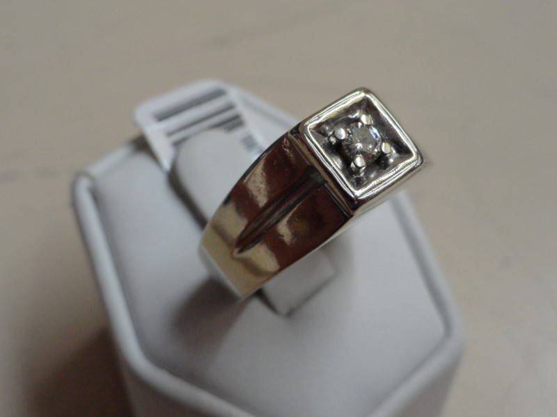 Gent's 14KWG Diamond Ring 0.15 CT.  8.9G Size:11