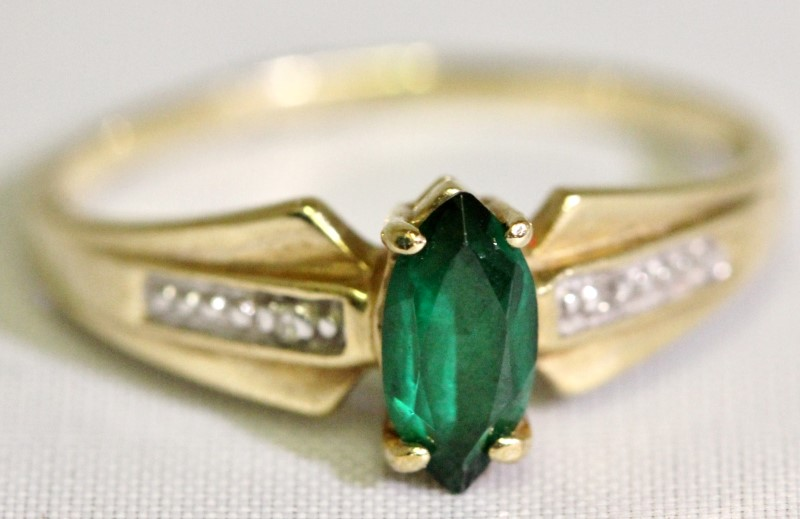 Synthetic Green Stone Lady's Stone Ring 10K Yellow Gold 1.9g