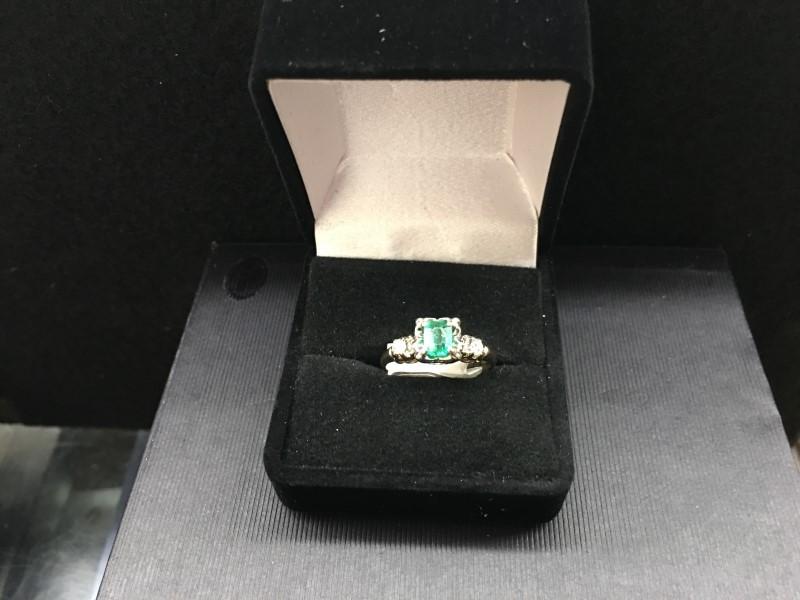 Emerald Lady's Stone & Diamond Ring 2 Diamonds .08 Carat T.W. 14K Yellow Gold