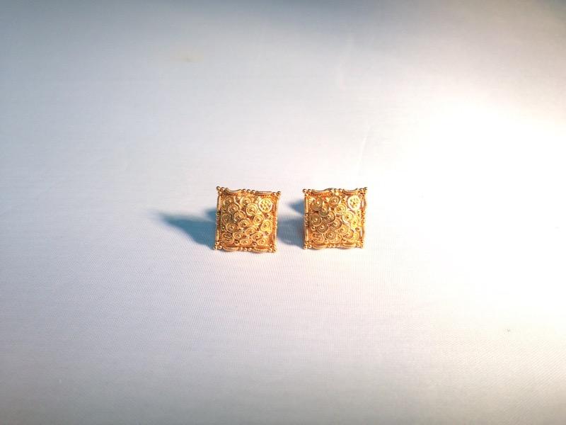 20K GOLD SQUARE EARRINGS