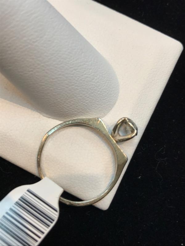 Lady's 14K White Gold Diamond Ring 3.5g Size:8 (Free S/H)