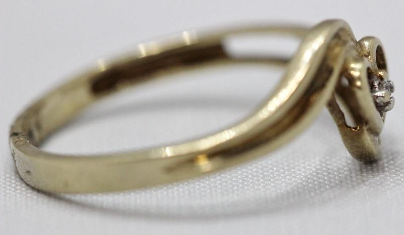 "DIAMOND ""LOVE' HEART 10K RING YELLOW GOLD Size:7"