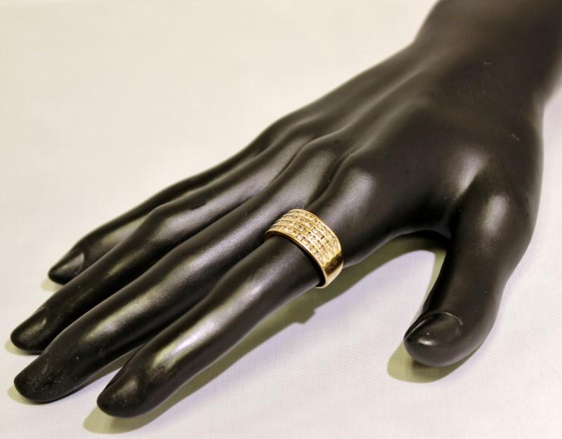 10K Yellow Gold Quadruple Channel Set Diamond Row Band Ring size 7.25