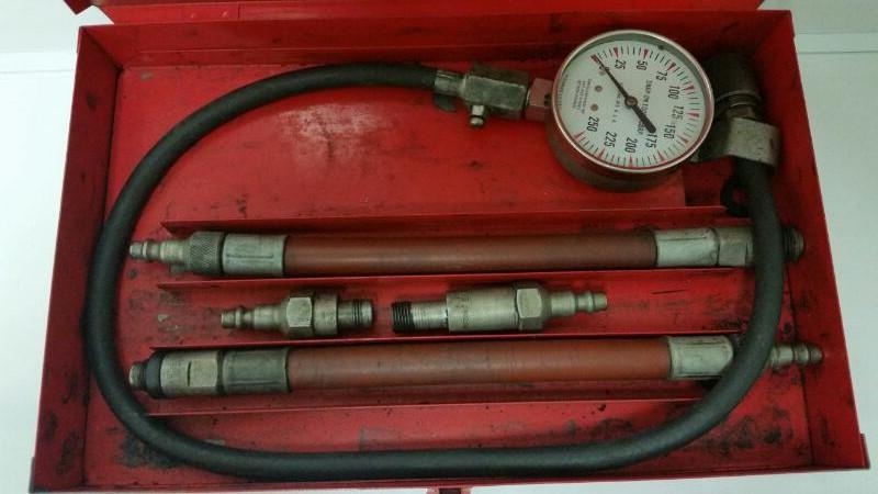 Vintage Snap On USA Compression Gauge Kit in Red Metal Case 22149-1